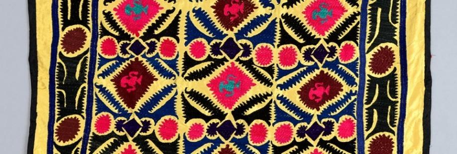 Kolory życia. Suzani – haftowane tkaniny z Azji Centralnej ze zbiorów Muzeum Azji i Pacyfiku