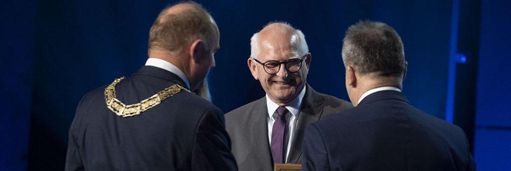 Dyrektor Rubnikowicz z nagrodą od Marszałka Województwa za rok 2018