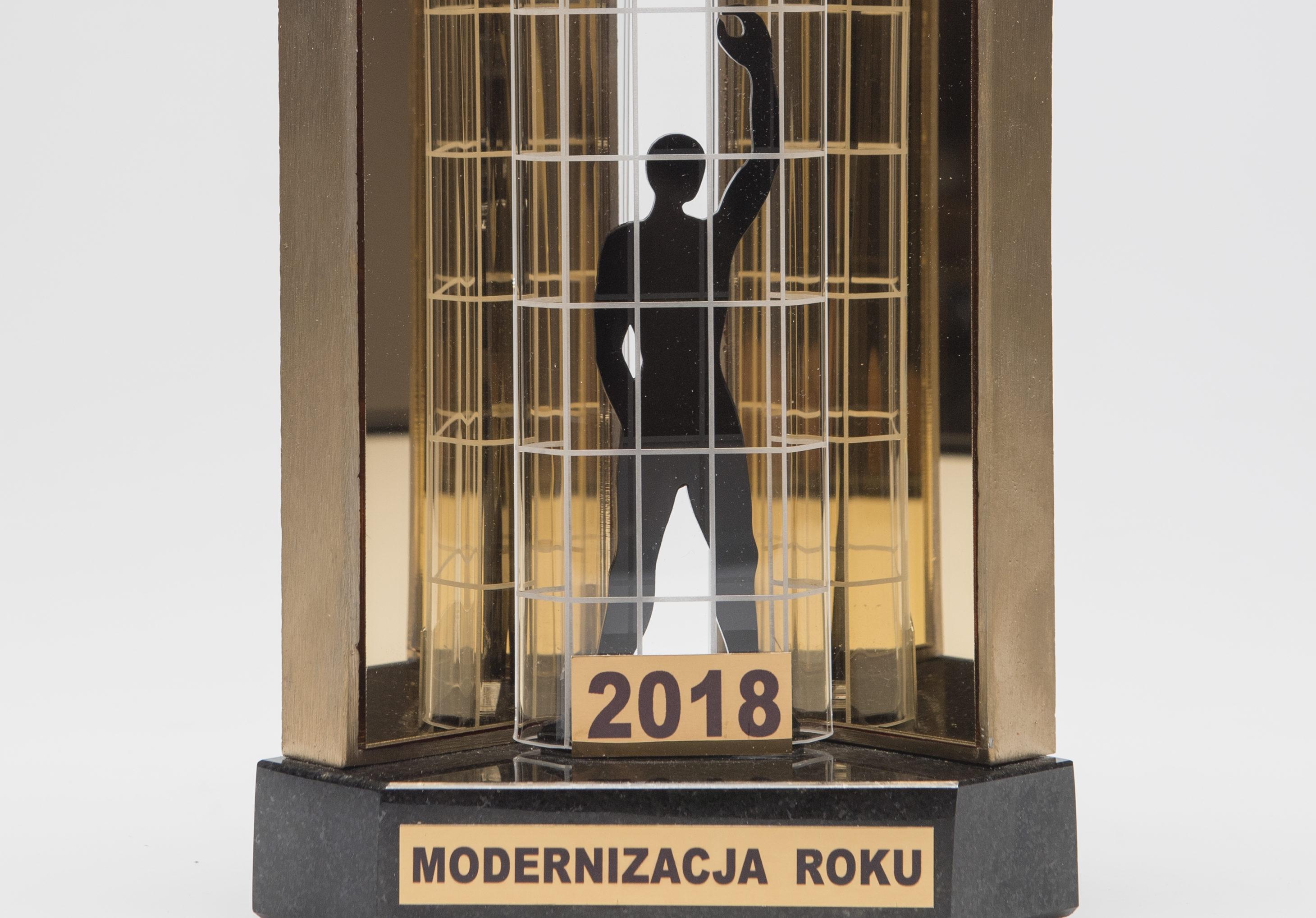 """Statuetka  """"Modernizacja Roku 2018"""" dla Domu Mikołaja Kopernika"""