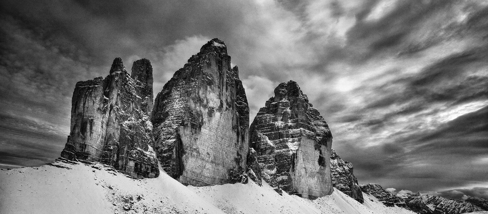"""Wystawa """"W poszukiwaniu ciszy. Góry Europy w obiektywie Arkadiusza Pałasińskiego"""""""