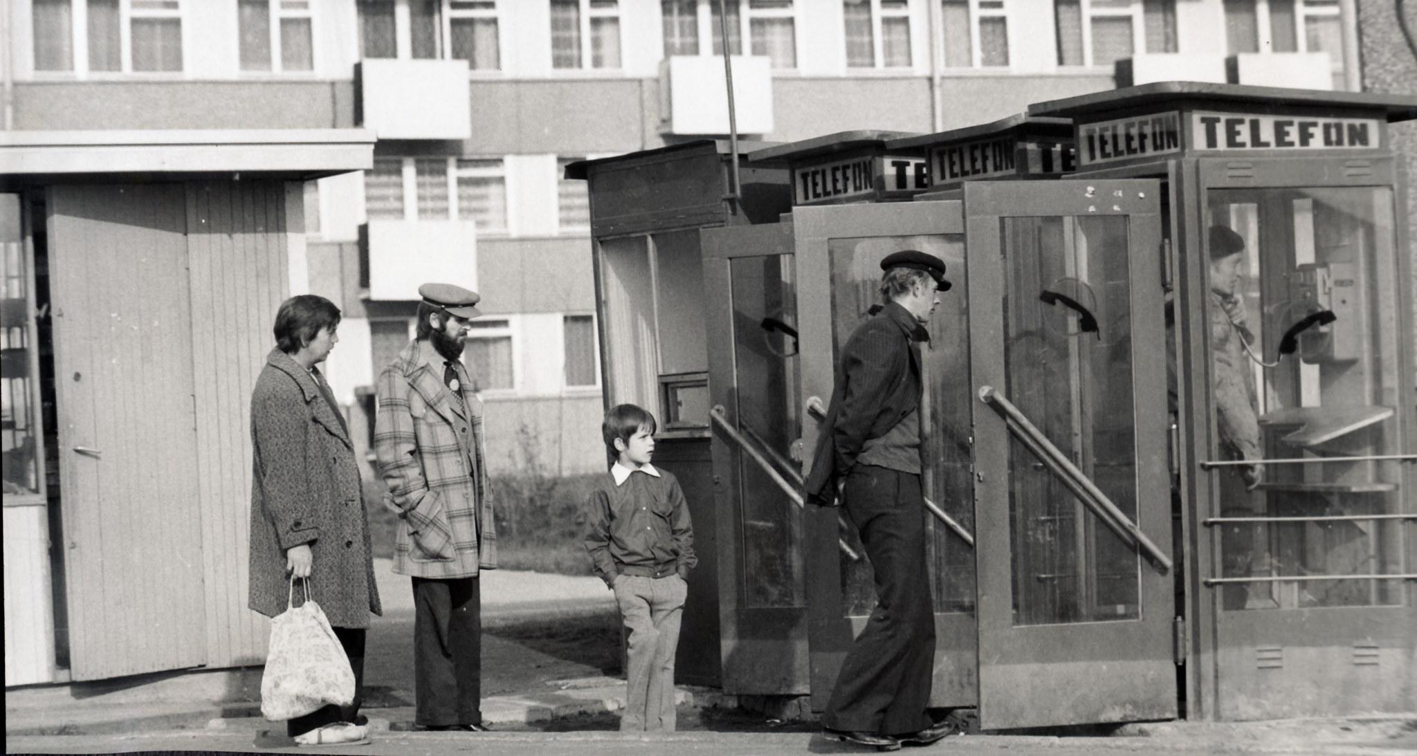 """Budki telefoniczne na ul. Rydygiera, 2 połowa lat 70. XX wieku, Archiwum SM """"Rubinkowo"""""""