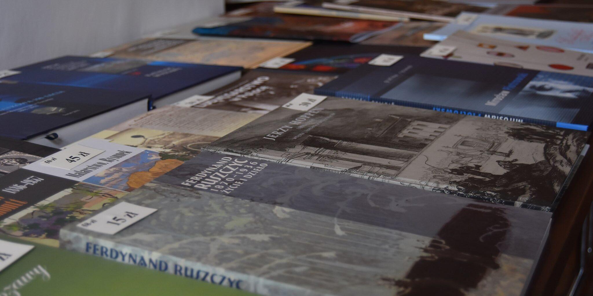 Mikołajkowy kiermasz książek muzealnych ONLINE